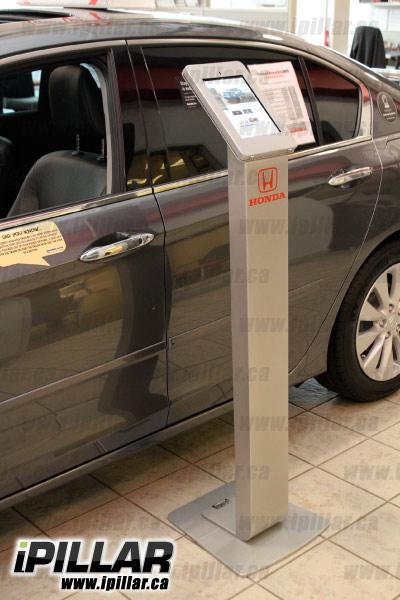 ipillar_locking-ipad-kiosk_honda-dealer1